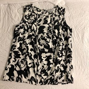 Black and White Floral Print Sleeveless Blouse